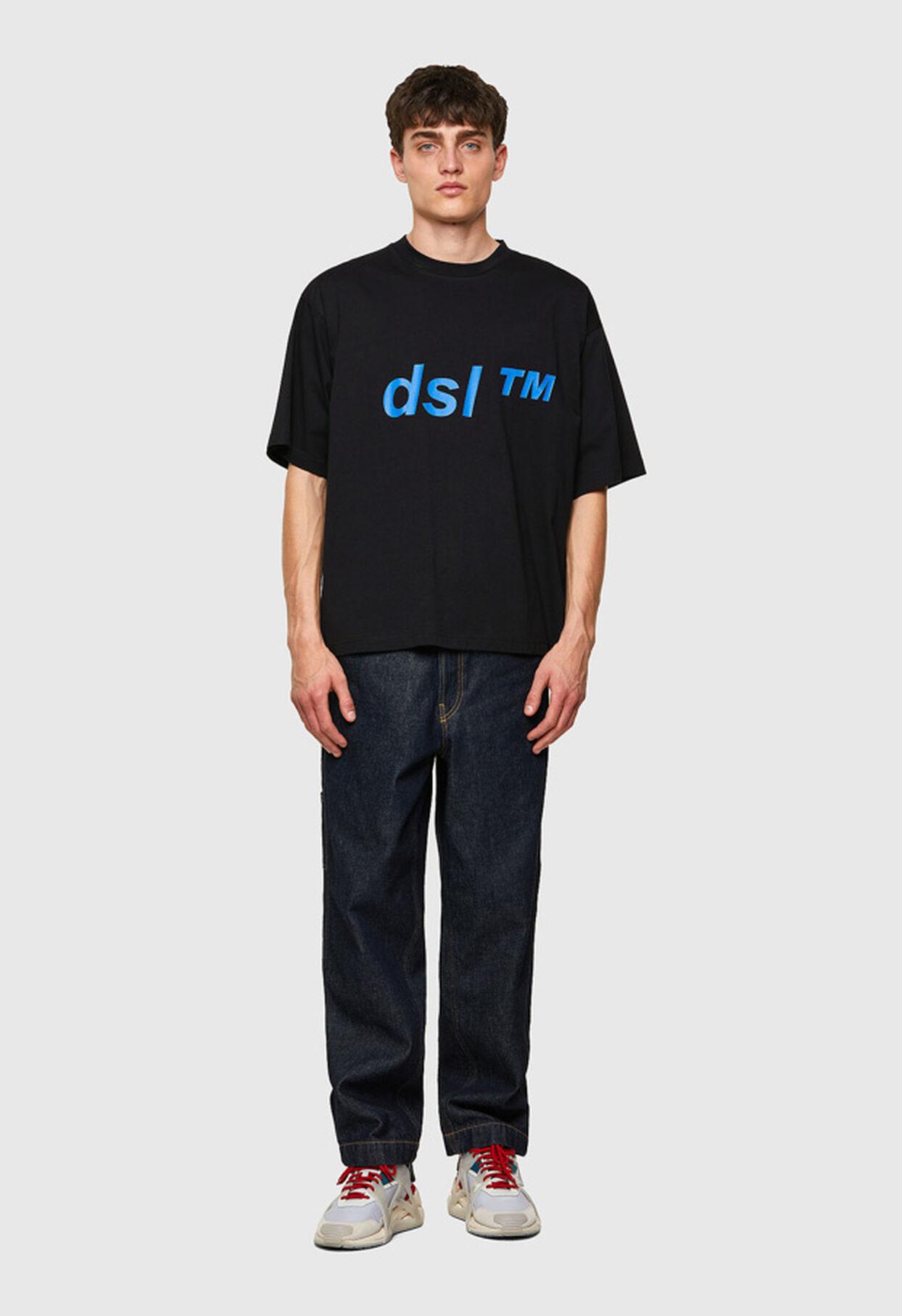 https://lt.diesel.com/dw/image/v2/BBLG_PRD/on/demandware.static/-/Library-Sites-DieselMFSharedLibrary/default/dwc2b2d1f7/CATEGORYOV/2x2_t-balm_A02798_0HAYU_9XX_C.jpg?sw=1244&sh=1814