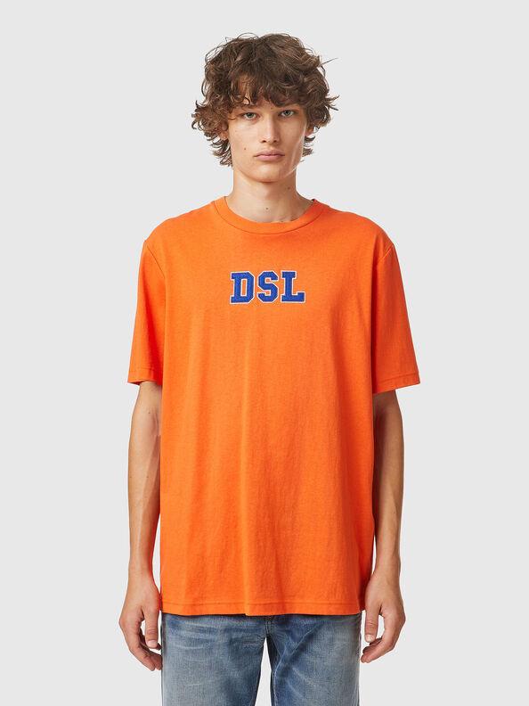 https://lt.diesel.com/dw/image/v2/BBLG_PRD/on/demandware.static/-/Sites-diesel-master-catalog/default/dw0bbf32c3/images/large/A03507_0QCAH_34H_O.jpg?sw=594&sh=792